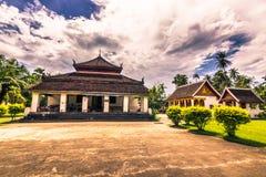 2014年9月20日:佛教stupa在琅勃拉邦,老挝 免版税图库摄影