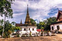 2014年9月20日:佛教stupa在琅勃拉邦,老挝 库存图片