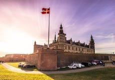 2016年12月03日:克伦堡城堡有太阳的发出光线, Denmar 库存图片
