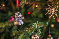 2016年12月03日:圣诞节发光的装饰熊里面Kronbo 免版税库存图片
