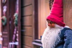 2017年1月21日:圣诞节矮人的雕象在老镇 免版税图库摄影