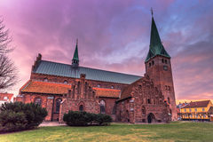 2016年12月03日:在一个教会的微明在赫尔新哥,丹麦 库存图片