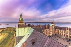 2016年12月03日:在克伦堡城堡,丹麦的暮色天空 库存照片