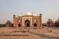 2014年11月02日:在泰姬陵附近的清真寺在阿格拉,印度 免版税库存照片