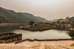 2014年11月04日:在琥珀色的堡垒附近的湖在斋浦尔,印度 库存照片