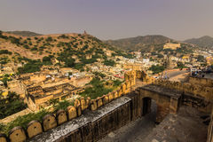 2014年11月04日:在琥珀色的堡垒附近的风景在斋浦尔 免版税库存照片