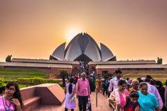 2014年10月28日:在莲花寺庙的日落在新德里,印度 免版税库存图片