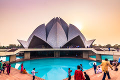2014年10月28日:在莲花寺庙的日落在新德里,印度 免版税图库摄影