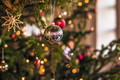 2016年12月03日:在Kronb里面的圣诞节发光的装饰球 图库摄影