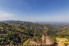 2014年11月08日:在Kumbhalgarh堡垒附近的风景,印度 免版税库存图片