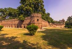 2014年10月27日:在Lodi庭院附近的墙壁在新德里,  库存照片