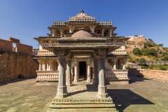 2014年11月08日:对印度寺庙的入口在Kumbhalgarh为 免版税库存照片