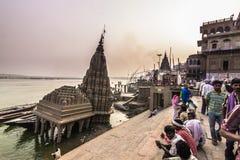 2014年10月31日:弯的印度寺庙在瓦腊纳西,印度 库存照片