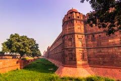2014年10月28日:德里红堡的墙壁在新德里,印度 免版税库存图片