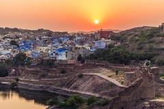 2014年11月05日:日落在蓝色市乔德普尔城,印度 免版税库存照片