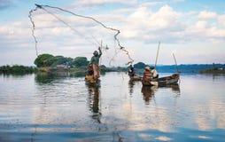 12月3日:渔夫抓住鱼 免版税库存照片