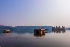 2014年11月04日:湖宫殿全景在斋浦尔,印度 库存图片