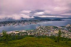 2015年7月31日:特罗姆瑟看法在登上Storsteinen,挪威顶部 库存图片