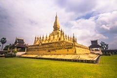 2014年9月26日:那Luang金黄stupa在万象,老挝人 免版税库存照片