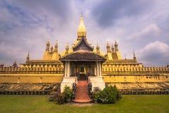 2014年9月26日:那Luang金黄stupa在万象,老挝人 图库摄影