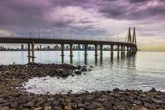 """2014年11月15日:Bandra†""""Worli海链接bridg的全景 库存照片"""