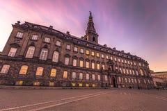 2016年12月02日:Christianborg宫殿Sideview在Copenhage 免版税库存图片