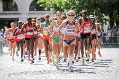 8月6日` 17 -伦敦世界田径锦标赛马拉松:Alyson狄克逊GBR及早带领种族 库存照片