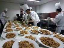 2016年9月11日 厨房乘员组繁忙的准备的宴会晚餐作用 免版税库存照片