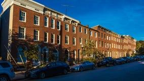 2016年10月28日-在伯勒屯街,伯勒屯小山,巴尔的摩,马里兰,美国上的行格住宅 库存照片