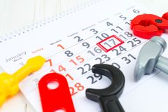 1月17日 天17在白色日历和玩具的月 天  库存照片