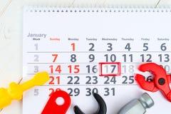 1月17日 天17在白色日历和玩具的月 天  免版税库存照片