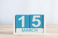 3月15日 天15月,在木桌背景的日历 春天,文本的空的空间 世界 免版税库存图片