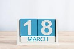 3月18日 天18月,在木桌背景的日历 春天,文本的空的空间 免版税图库摄影