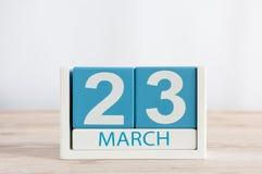 3月23日 天23月,在木桌背景的日历 春天,文本的空的空间 库存照片