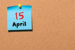 4月15日 天15月,在黄柏布告牌,企业背景的日历 春天,文本的空的空间 免版税库存照片