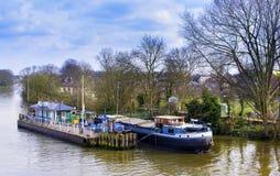 2017年3月11日-小船的社论射击moared在Kew码头伦敦,英国 免版税库存照片