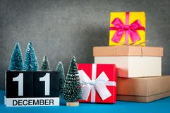 12月11日 少许图象11在圣诞节的天12月月,日历和与礼物的新年背景和 库存图片