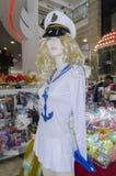 2月28日-水手假日普珥节狂欢节的时装模特女孩白肤金发的衣物在Fabruary 20日2015年在啤酒舍瓦,内盖夫,以色列 免版税库存照片
