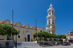 2017年6月18日 教会和钟楼的看法在Yalissos 库存图片