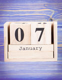 1月7日 1月7日在木立方体日历的日期  免版税库存图片