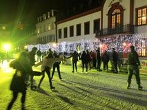11月2017 29日-滑冰在圣诞节市场上的人们在海得尔堡 免版税库存图片