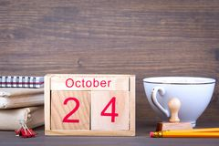 10月24日 特写镜头木日历 时间计划和企业背景 库存照片