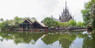 2014年9月14日 真实的寺庙是一个最巨大的examp 库存照片