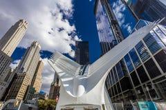 2016年10月24日-纽约, NY - Oculos地铁终端和新的自由耸立,世界贸易中心,更低的曼哈顿, desig 库存照片