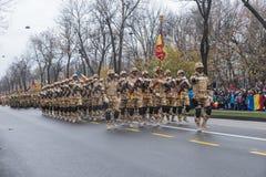12月1日-罗马尼亚的国庆节的军事游行 库存照片