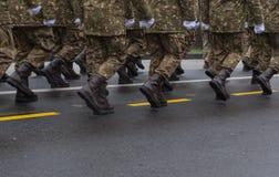 12月1日-罗马尼亚的国庆节的军事游行 免版税库存图片