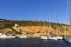 2015年7月17日-锡弗诺斯岛海岛,基克拉泽斯,希腊港口  图库摄影