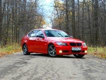 2016年10月16日;Arzamas,俄罗斯;BMW 3在城市之外的系列E90离开 图库摄影