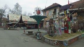 2016年12月15日- 4K Metelkova市自治文化中心在卢布尔雅那,斯洛文尼亚 旅行乘自行车 全景行动视图 股票录像