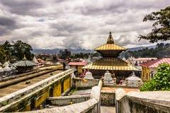 2014年8月18日- Pashupatinath寺庙在加德满都,尼泊尔 库存图片